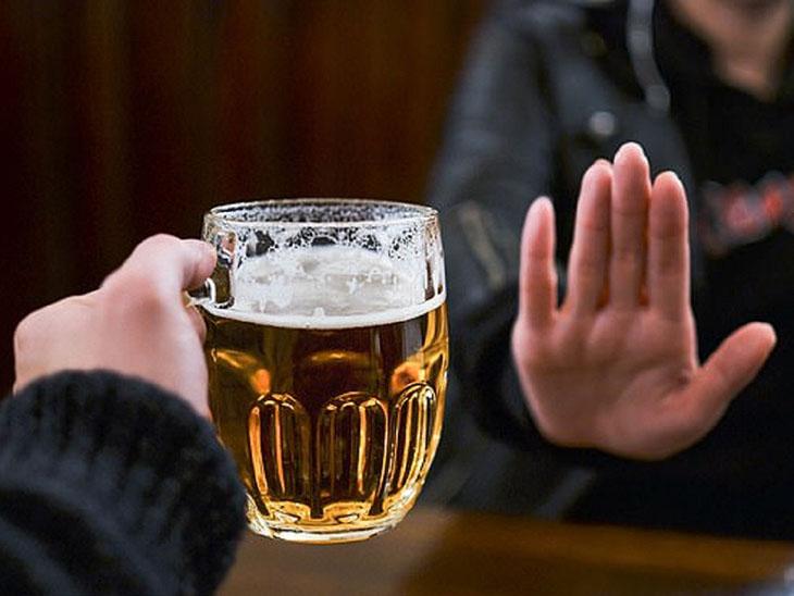 Người bệnh nên kiêng rượu bia và các chất kích thích
