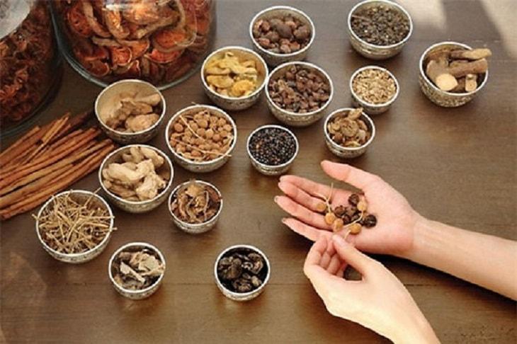 Từ xa xưa, viêm khớp ức sườn có thể được điều trị bởi các bài thuốc dân gian