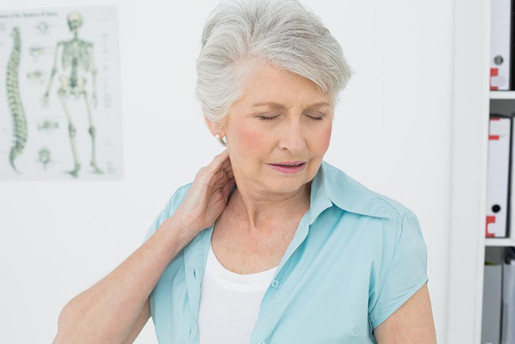 Người lớn tuổi xương khớp yếu thường dễ mắc bệnh