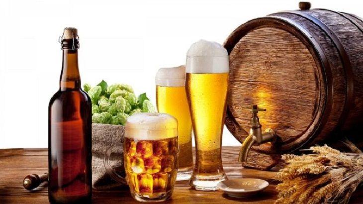 Người bị viêm tuyến tiền liệt cần hạn chế đồ uống có cồn như rượu, bia