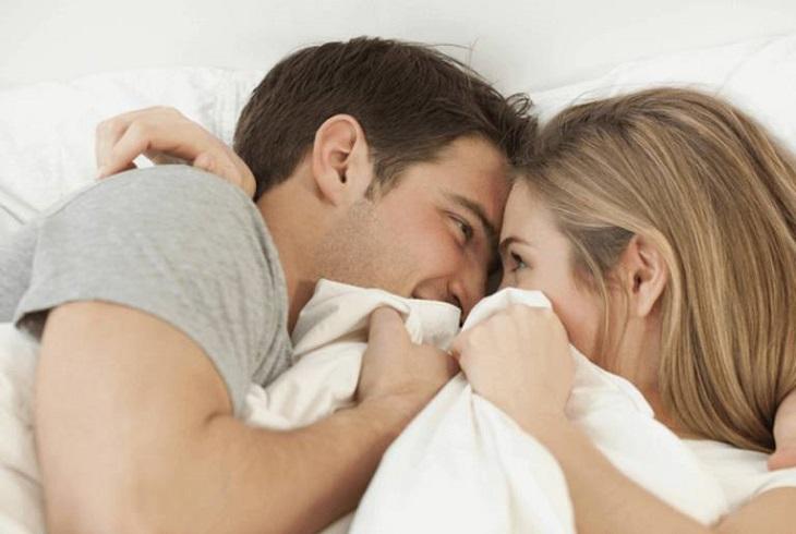 Nam giới cần xuất tinh điều độ để đảm bảo sức khỏe và giúp tình yêu thêm viên mãn