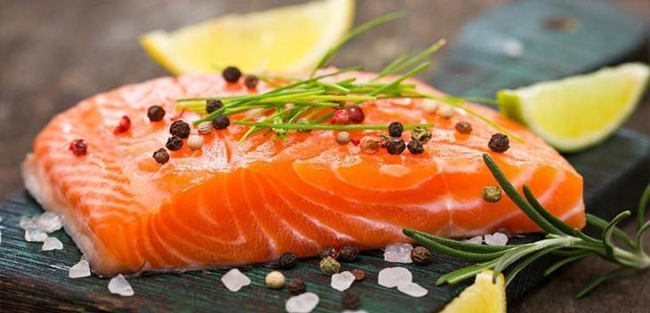 Cá hồi với nhiều dưỡng chất quý báu giúp phát triển trí não thai nhi