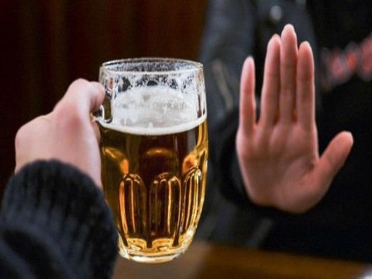 Người bệnh phì đại tiền liệt tuyến cần kiêng uống rượu, bia