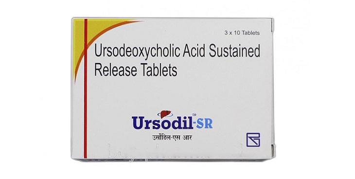 Bệnh nhân uống acid Ursodeoxycholic để làm tan sỏi trong cơ thể