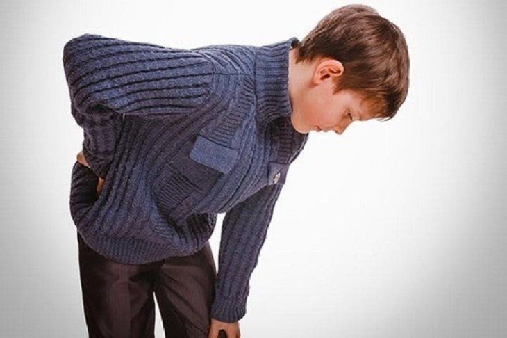Việc vận động sẽ vô cùng khó khăn nếu trẻ bị viêm khớp háng