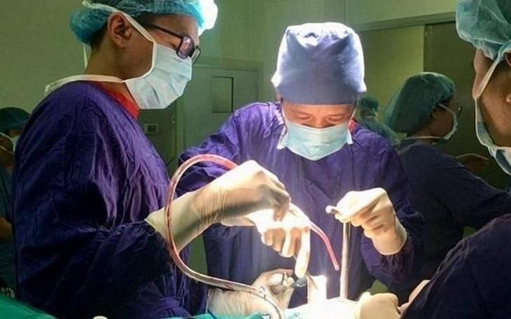 Phẫu thuật cũng có thể được bác sĩ chi định nếu tình trạng bệnh nặng