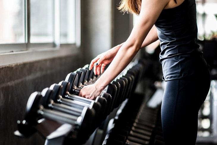 Bị thoái hóa khớp gối có nên tập gym?