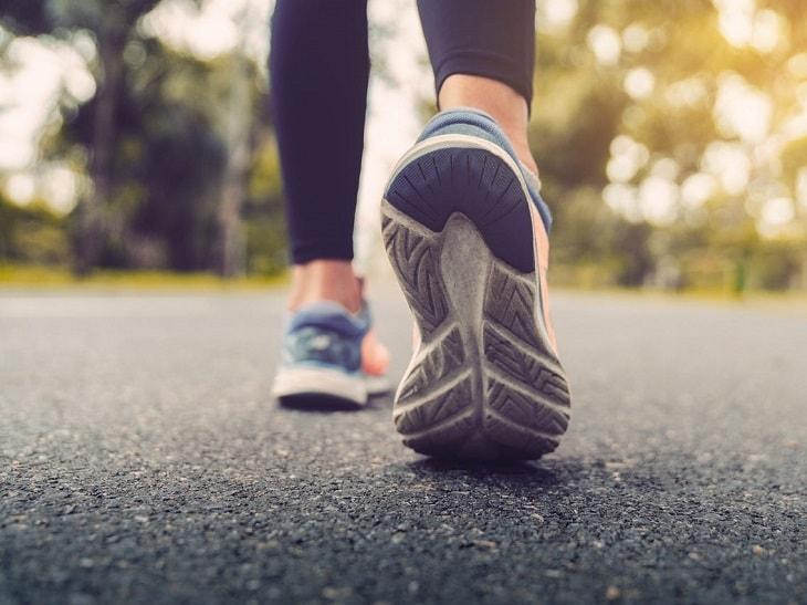 Đi bộ giúp cải thiện thoái hóa khớp gối