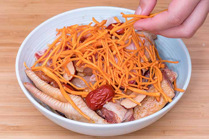 Đông trùng hạ thảo dùng chế biến món ăn