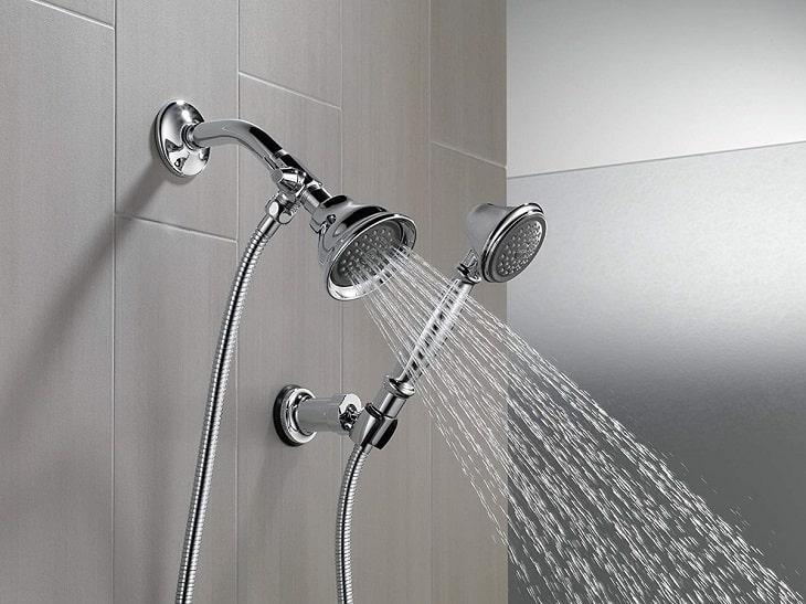 Tắm vòi hoa sen để giảm tình trạng nước nhiễm trùng vào vết mổ