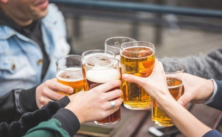 Uống rượu bia nhiều là nguyên nhân khiến đau dạ dày