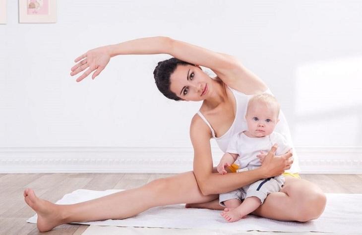 Luyện tập các bài tập yoga điều trị khớp gối là lựa chọn của nhiều mẹ