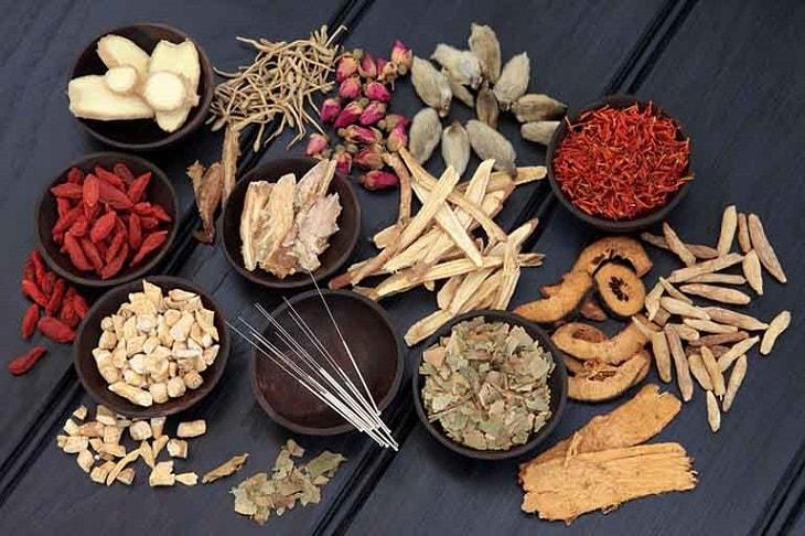 Trong Đông y có nhiều bài thuốc giảm đau khớp háng sau sinh hiệu quả