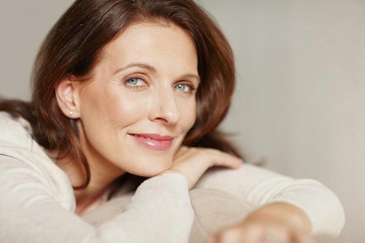 Phụ nữ trung niên dùng đông trùng hạ thảo giúp đẹp da