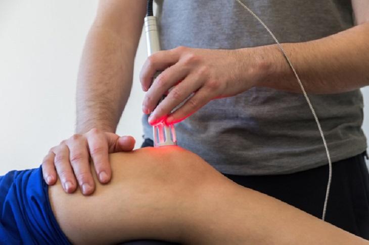 Điều trị khớp gối bằng tia laser là một kỹ thuật mới phát triển