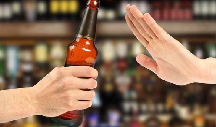 Thận yếu nên kiêng gì? Không uống rượu, bia và các đồ uống có cồn khác