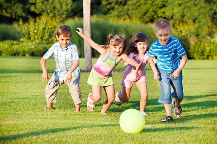 Có nhiều nguyên nhân gây bệnh viêm khớp háng khác nhau ở trẻ nhỏ