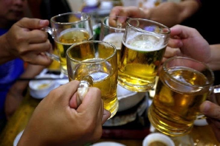 Rượu, bia không tốt cho cả người bị viêm khớp phản ứng cũng như người bình thường