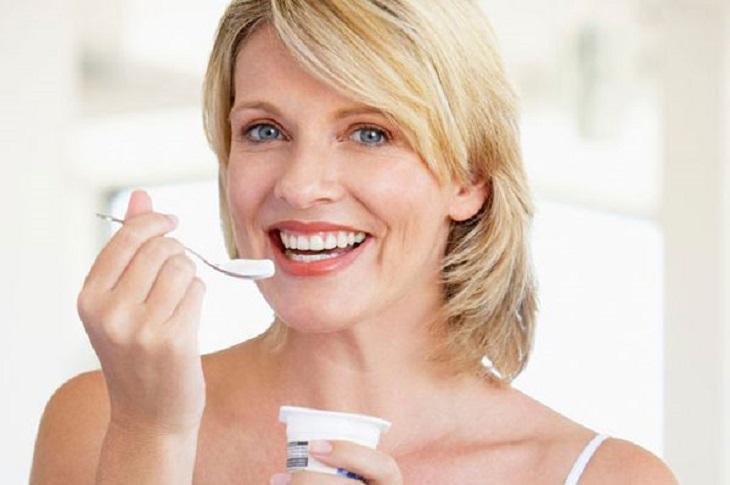 Người bệnh suy thận có thể ăn sữa chua, nhưng không nên dùng quá 2 hộp mỗi ngày.