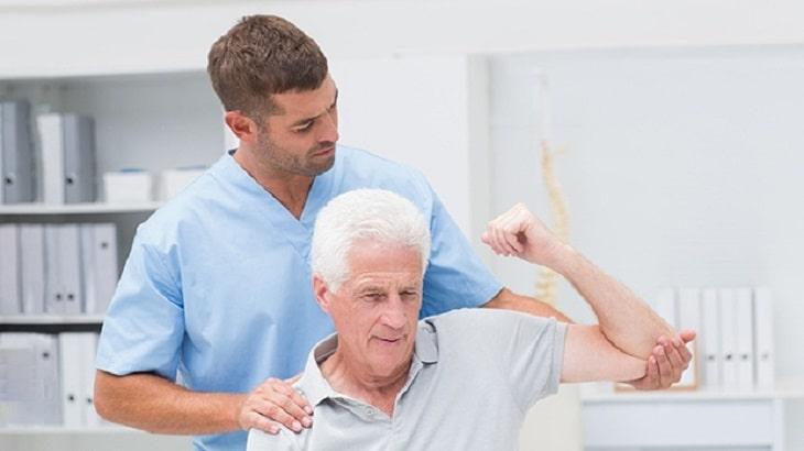 Bấm huyệt có thể kết hợp với các phương pháp vật lý trị liệu khác