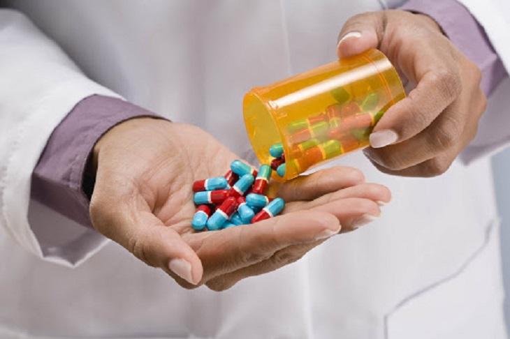 Thuốc Tây chữa bệnh chàm cần dùng theo chỉ định của bác sĩ