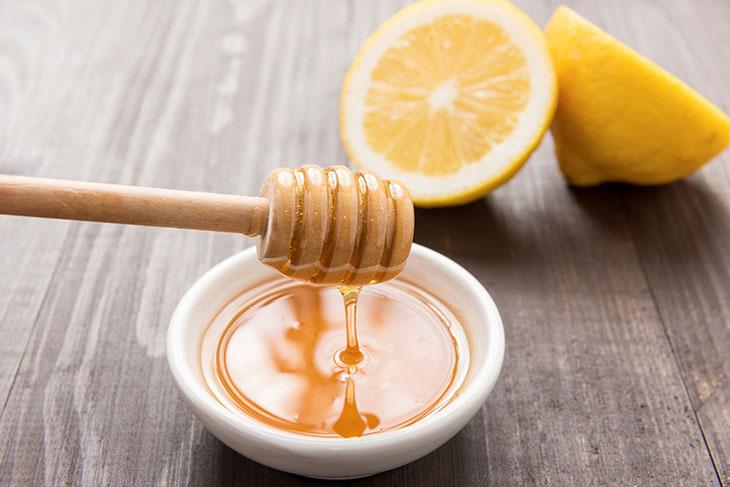 Mật ong kết hợp với chanh hỗ trợ chữa đau dạ dày