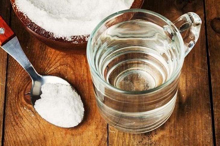 Cách trị nổi mề đay tại nhà bằng nước muối tương đối hữu ích