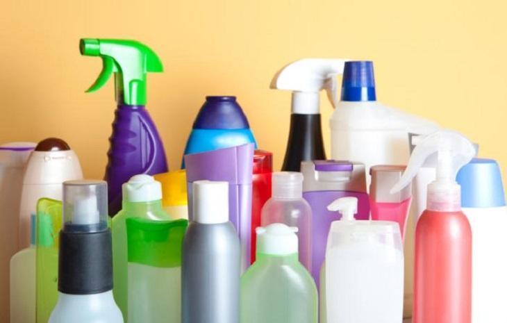Cần tránh tiếp xúc với các loại hóa mỹ phẩm có chất tẩy rửa mạnh trong quá trình điều trị bệnh
