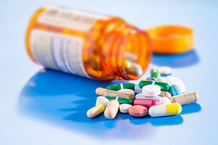 Sử dụng thuốc Tây để trị chàm cho trẻ là phương pháp mang lại hiệu quả nhanh chóng