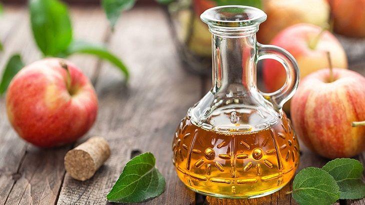 Dùng dầu oliu kết hợp với giấm chua để trị bệnh chàm hiệu quả