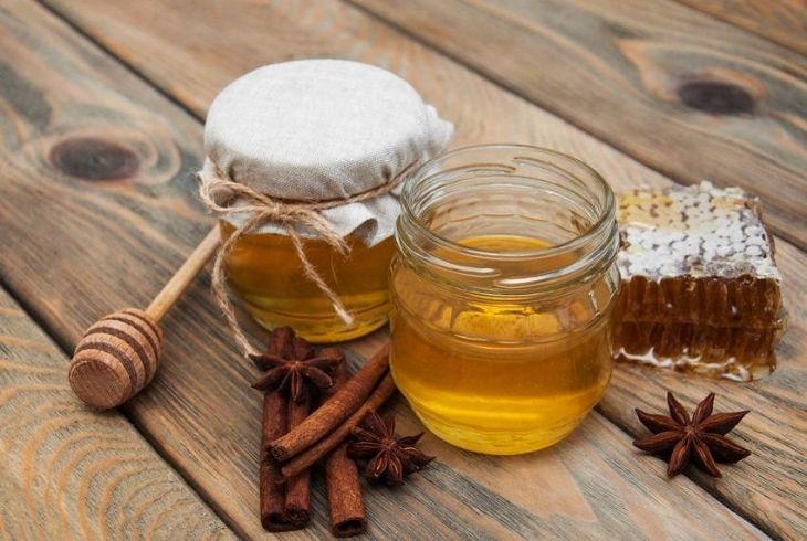 Chữa đau dạ dày bằng mật ong và quế có tính nóng nên cần đúng liệu trình