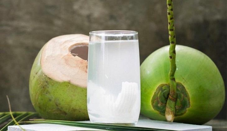 Uống nước dừa là cách nhanh nhất để cắt cơn đau dạ dày tức thì