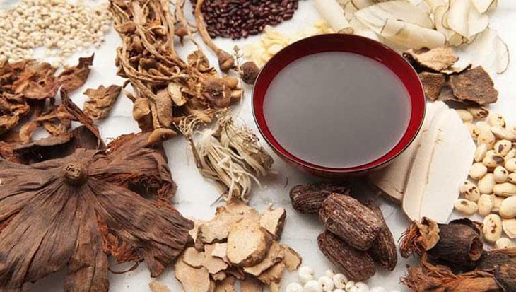 Các bài thuốc Đông Y trị nổi mề đay chủ yếu sử dụng dược liệu tự nhiên