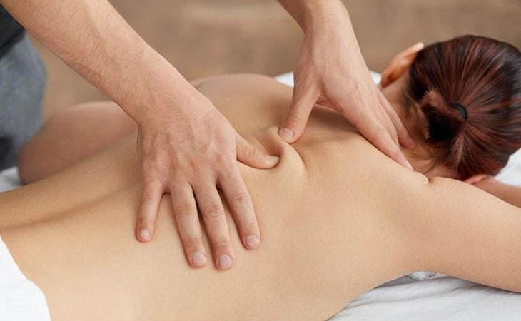 Bấm huyệt thường được sử dụng kết hợp trong thời gian điều trị dạng thuốc uống