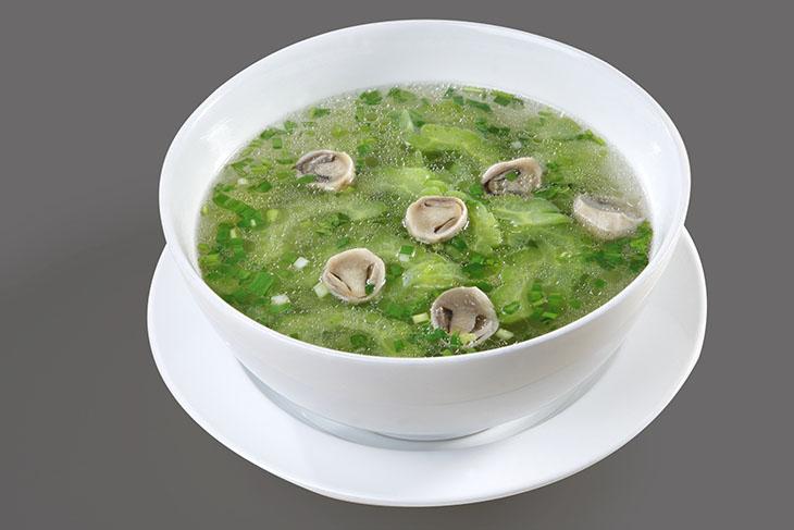 Đau dạ dày có thể ăn canh khổ qua với nấm