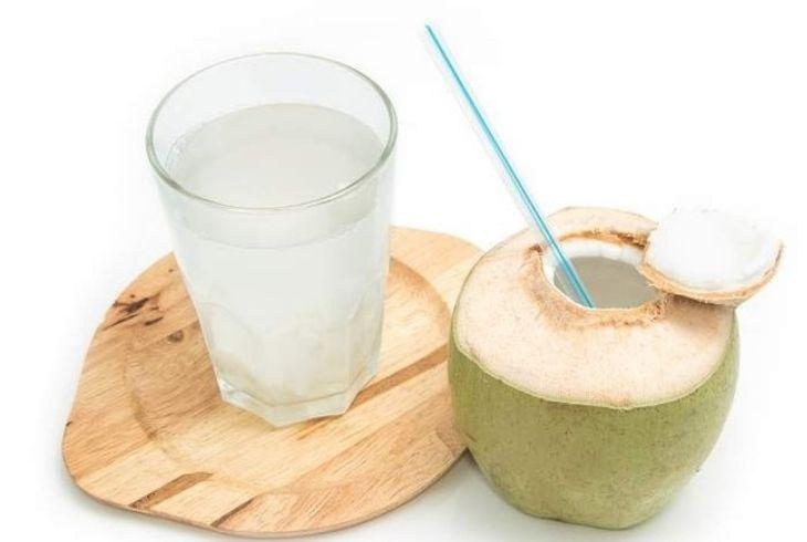 Đau dạ dày uống nước dừa được không, tác dụng ra sao?