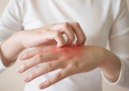 đau khớp ngón tay sau sinh