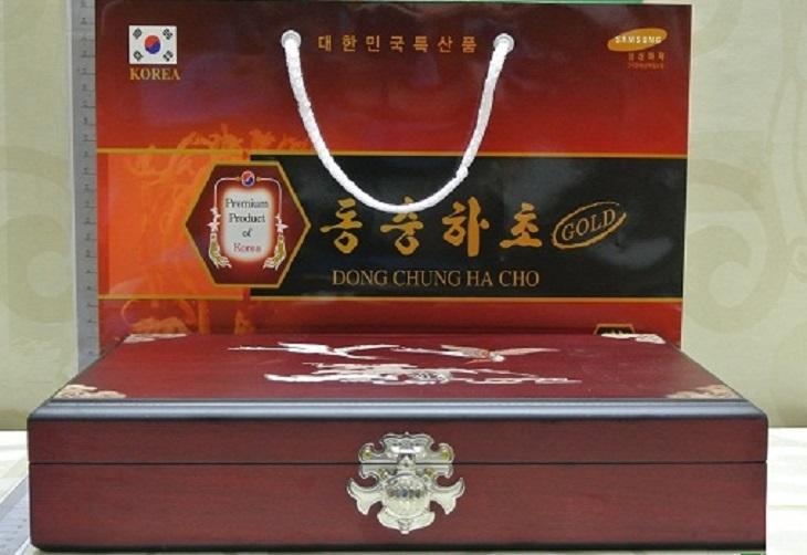 Đông trùng hạ thảo hộp gỗ vàng 30 viên Youngjin Food rất được ưa chuộng trên thị trường