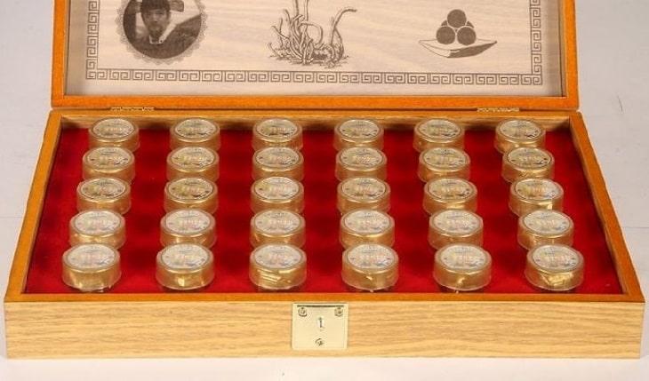 Bên trong sản phầm đông trùng hạ thảo hộp gỗ vàng 30 viên Gyoungju Hàn Quốc