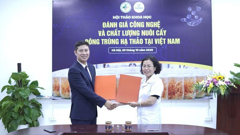 Ký kết hợp tác giữa Trung tâm Vietfarm và Viện NC&PT Y dược cổ truyền dân tộc