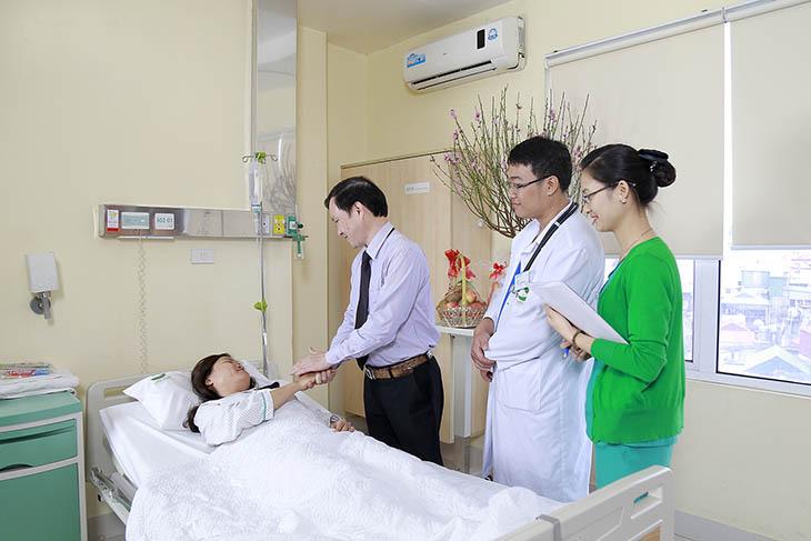 Đội ngũ y bác sĩ bệnh viện Thu Cúc tận tâm với bệnh nhân