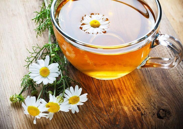 Trà hoa cúc giúp giảm ngứa do mề đay hiệu quả