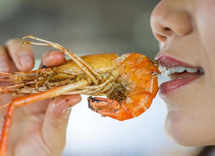 Hạn chế ăn thực phẩm có khả năng dị ứng cao như hải sản