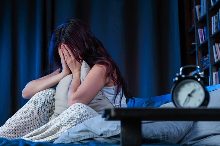 Ngứa nổi mề đay kéo dài sẽ khiến người bệnh mất ngủ