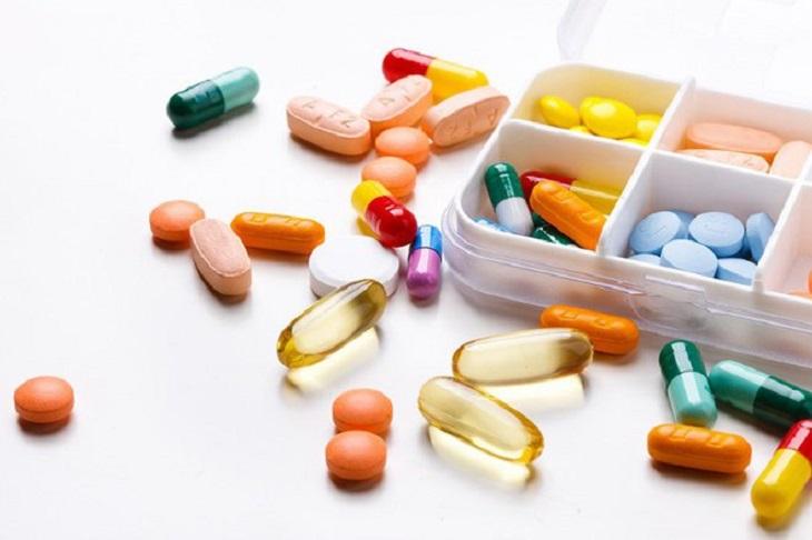 Kiểm soát nhanh triệu chứng nổi mề đay ở tay bằng thuốc tân dược