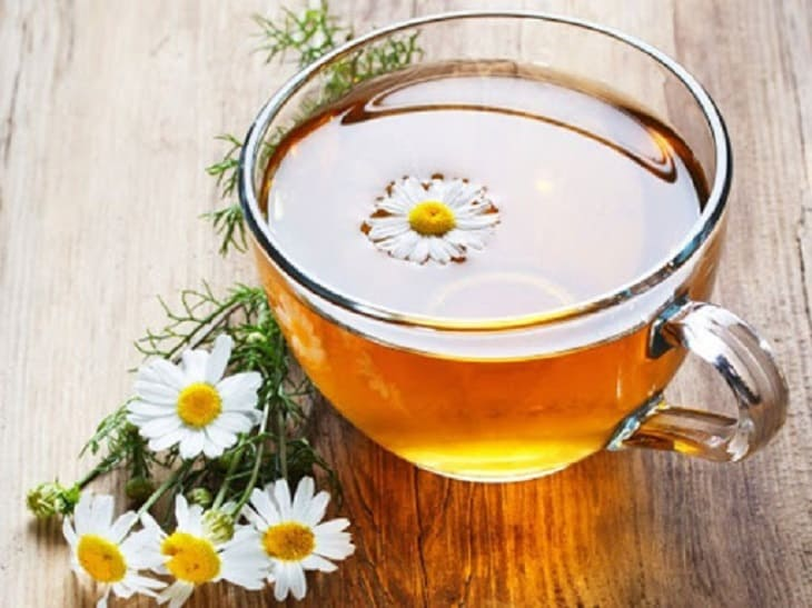 Uống trà hoa cúc để cải thiện cơn ngứa do nổi mề đay