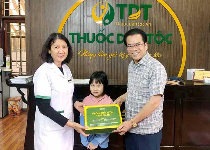 NS Trần Nhượng và cháu gái thành công chữa bệnh dạ dày tại Thuốc dân tộc