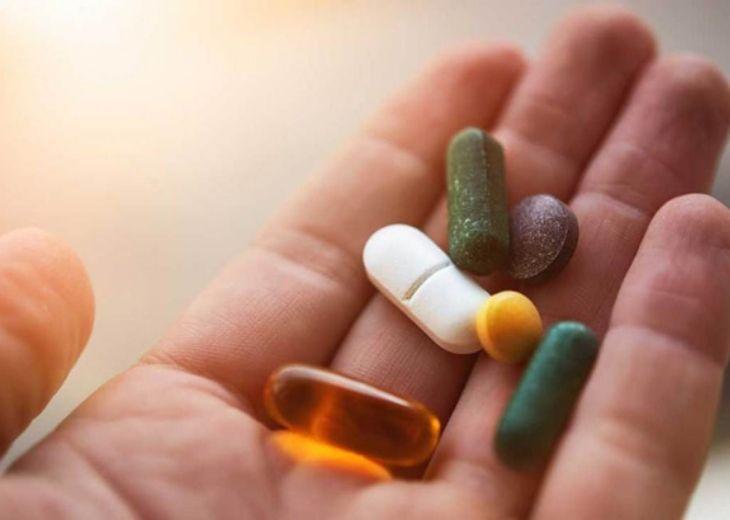 Có nên sử dụng thuốc trị thoái hóa cột sống lưng?