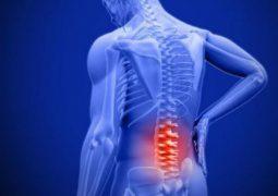 Thoái hóa cột sống lưng có nguy hiểm không? Biến chứng và cách điều trị