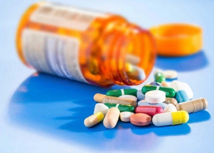 Trong Tây y thường sử dụng các loại thuốc giảm đau, chống viêm điều trị